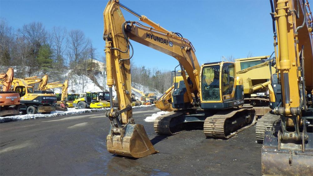 Detail photo of 2014 Hyundai ROBEX 235 LCR-9 from Construction Equipment Guide