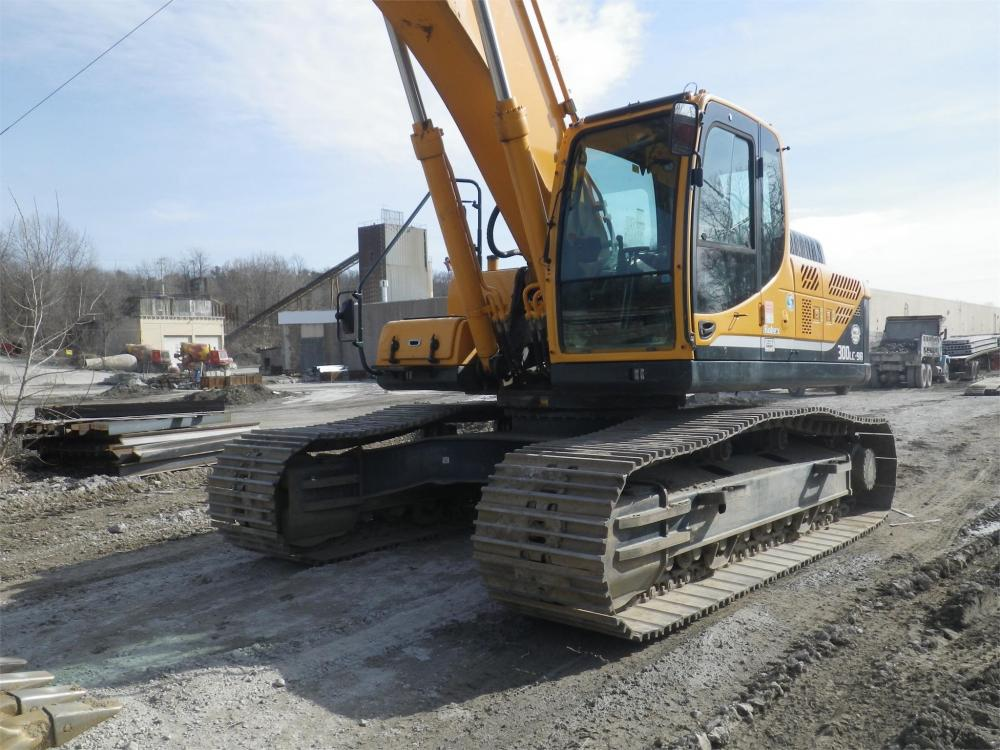 Detail photo of 2013 Hyundai ROBEX 300 LC-9A from Construction Equipment Guide