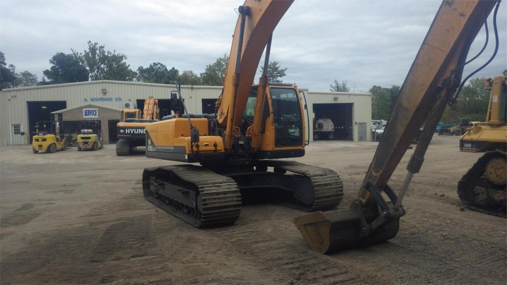 Detail photo of 2011 Hyundai ROBEX 290 LC-9 LR from Construction Equipment Guide
