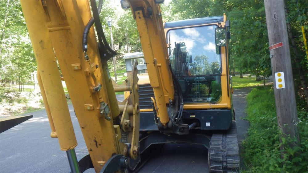 Detail photo of 2012 Hyundai ROBEX 60CR-9 from Construction Equipment Guide