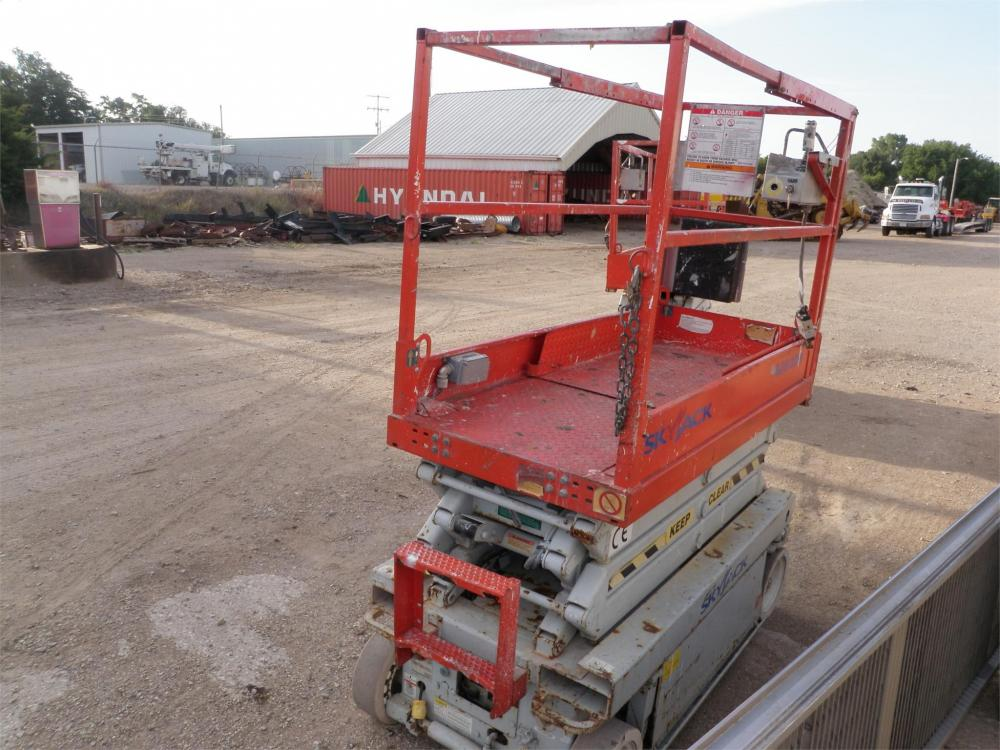 Detail photo of 2004 Skyjack SJIII 3219 from Construction Equipment Guide