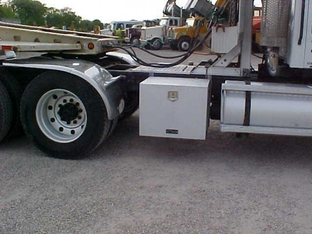 Detail photo of 1999 Sterling A9513 from Construction Equipment Guide