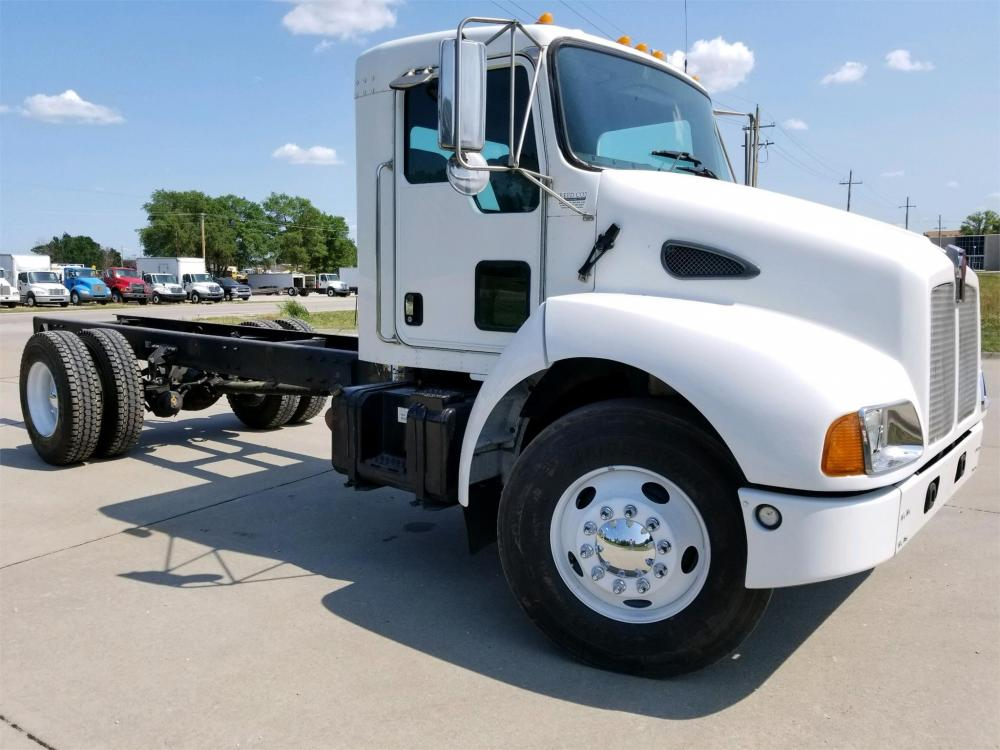 Detail photo of 2004 Kenworth T300 from Construction Equipment Guide