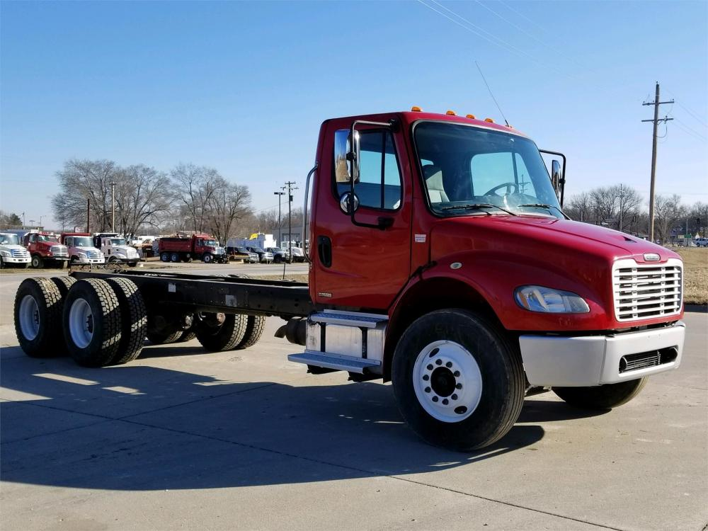 Detail photo of 2005 FREIGHTLINER BUSINESS CLASS M2 106 from Construction Equipment Guide