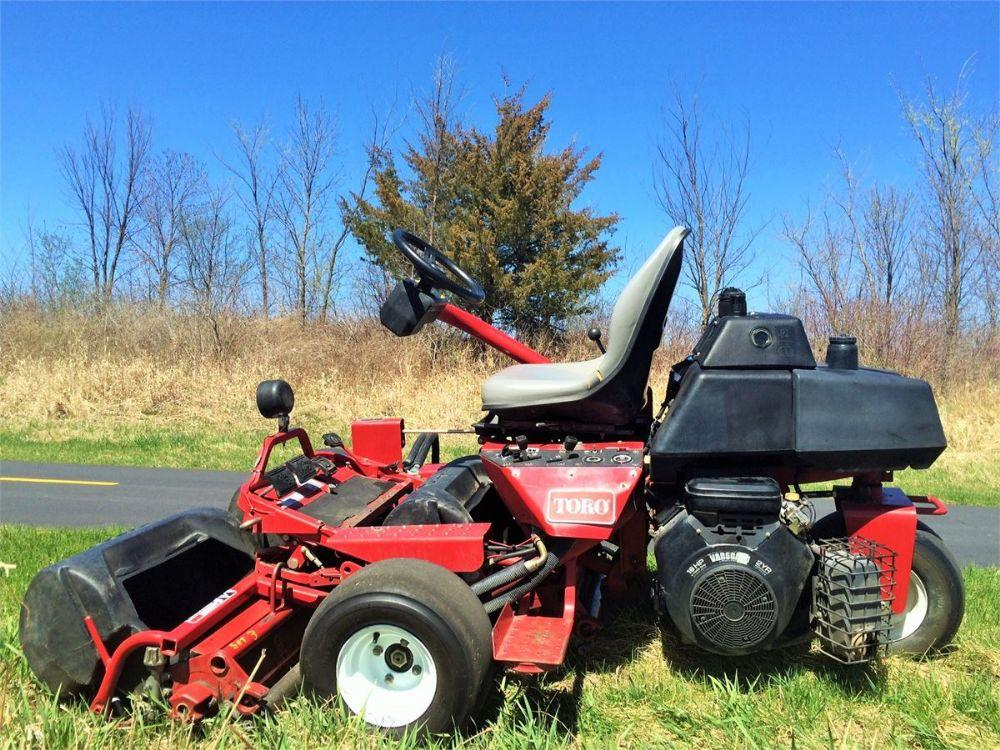 Detail photo of 2000 Toro GREENSMASTER 3100 from Construction Equipment Guide