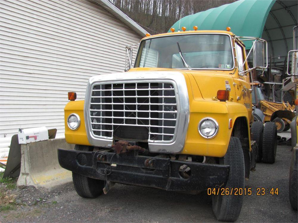 Detail photo of 1979 Ford 800 from Construction Equipment Guide