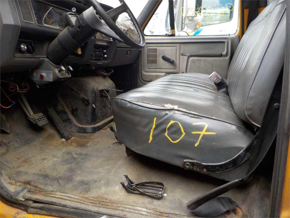 Detail photo of 1992 Ford F800F from Construction Equipment Guide