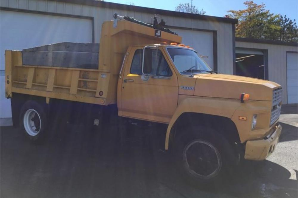 Detail photo of 1992 Ford F600G from Construction Equipment Guide
