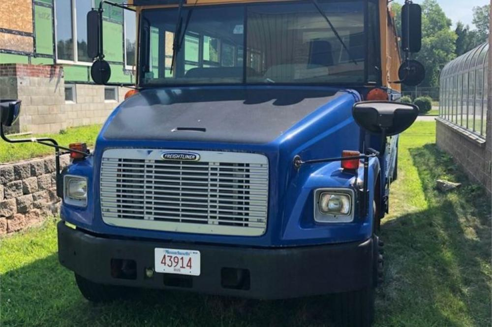 Detail photo of 2007 FREIGHTLINER FS65 from Construction Equipment Guide