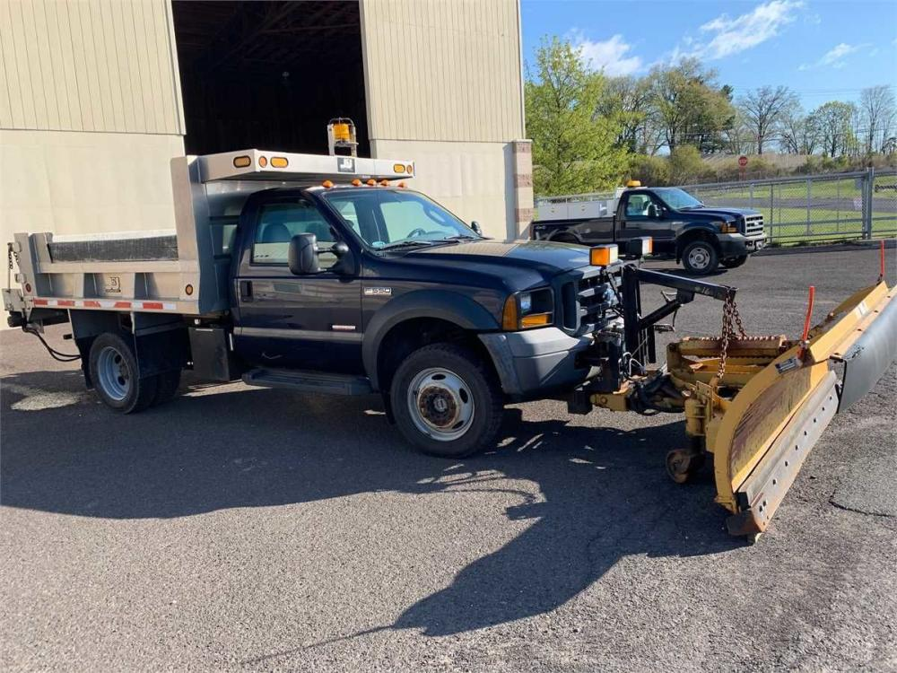 Detail photo of 2006 Ford F-550 from Construction Equipment Guide