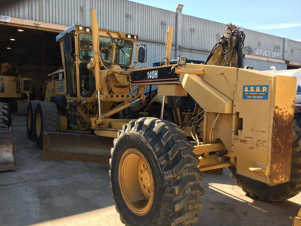 Detail photo of 2005 Caterpillar 140H from Construction Equipment Guide