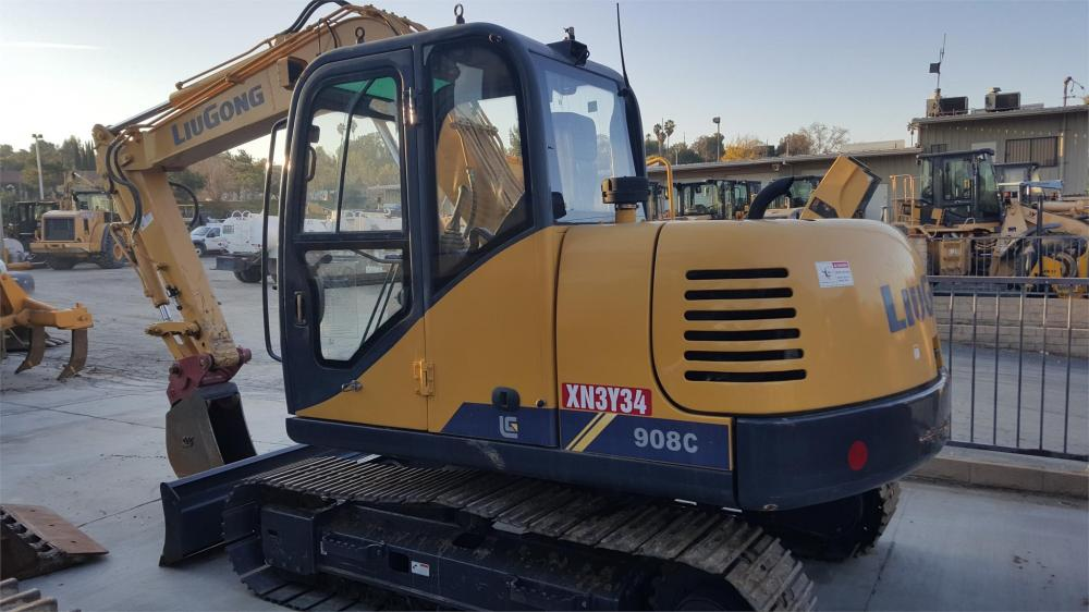 Detail photo of 2014 LiuGong CLG908C from Construction Equipment Guide