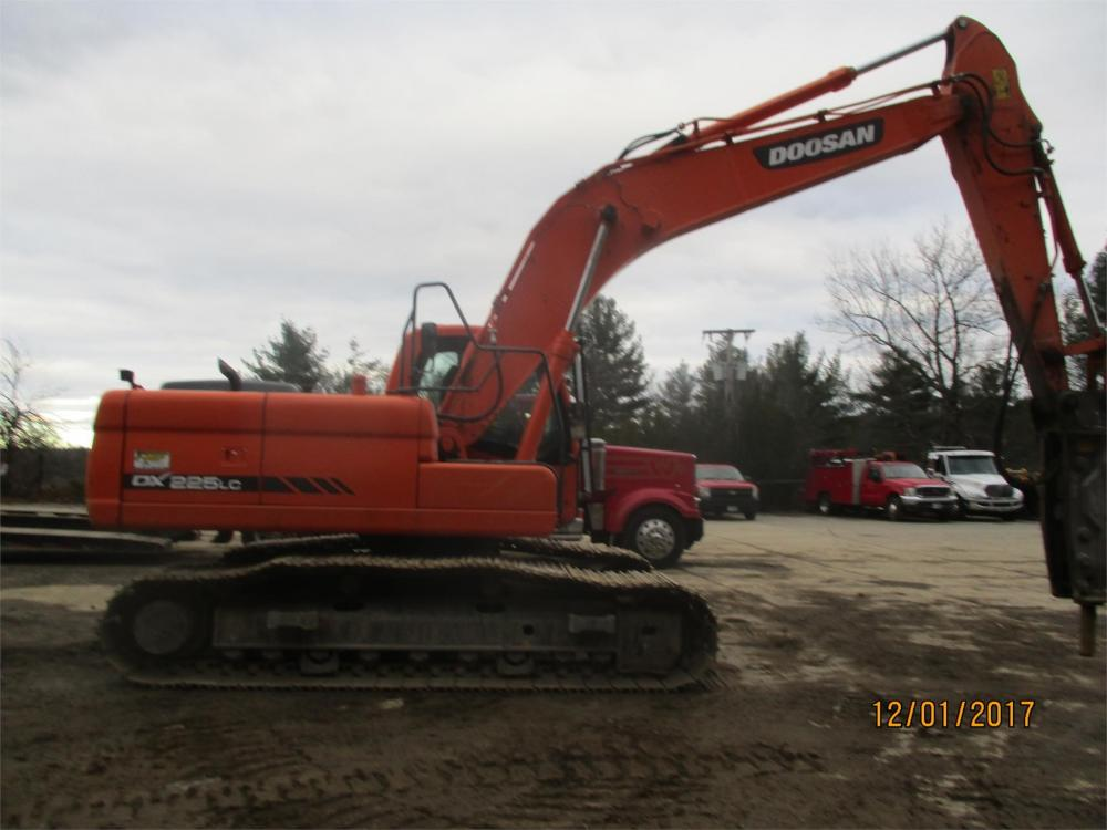 Detail photo of 2014 Doosan DX225LC from Construction Equipment Guide