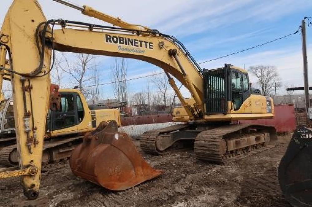 Detail photo of 2006 Komatsu PC300LC-7E0 from Construction Equipment Guide
