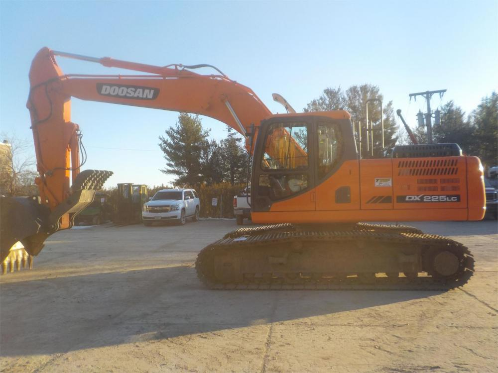 Detail photo of 2014 Doosan DX225LC-3 from Construction Equipment Guide