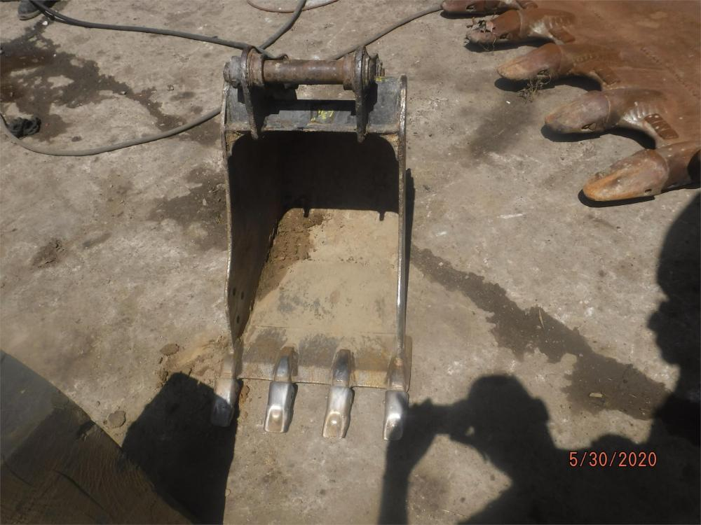 Detail photo of  Caterpillar 18 IN. DIGGING BUCKET from Construction Equipment Guide
