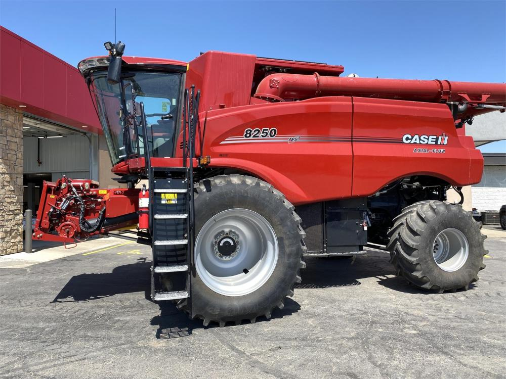 Detail photo of 2019 Case IH 8250 from Construction Equipment Guide