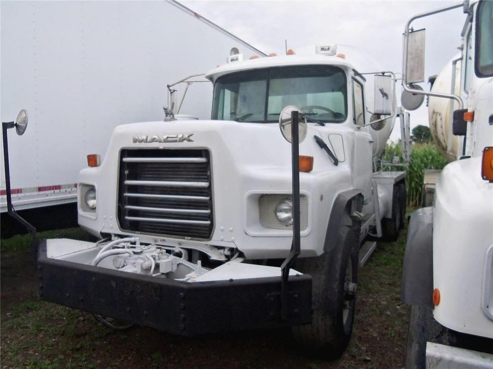 Detail photo of 2004 Mack DM690S from Construction Equipment Guide