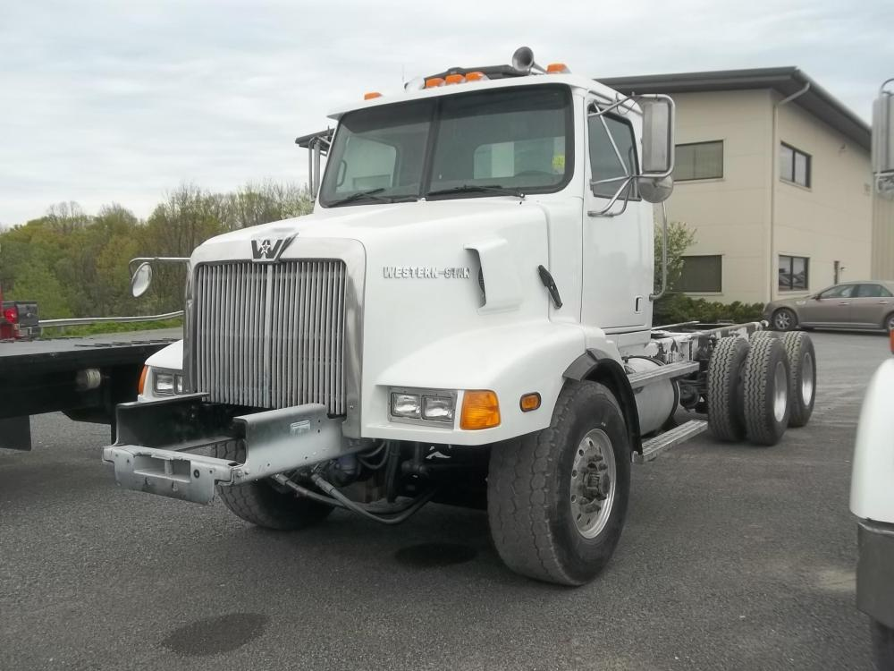 Detail photo of 2005 Western Star 4900FA from Construction Equipment Guide