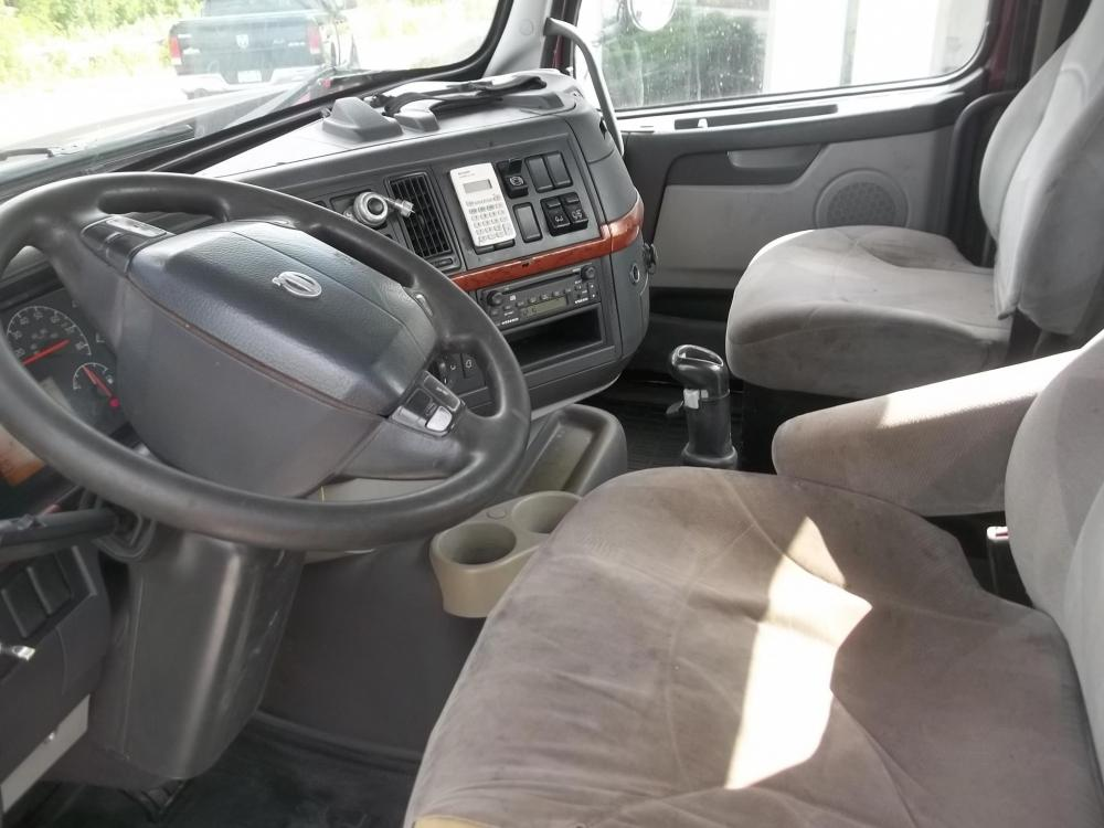 Detail photo of 2006 Volvo VHD64B200 from Construction Equipment Guide