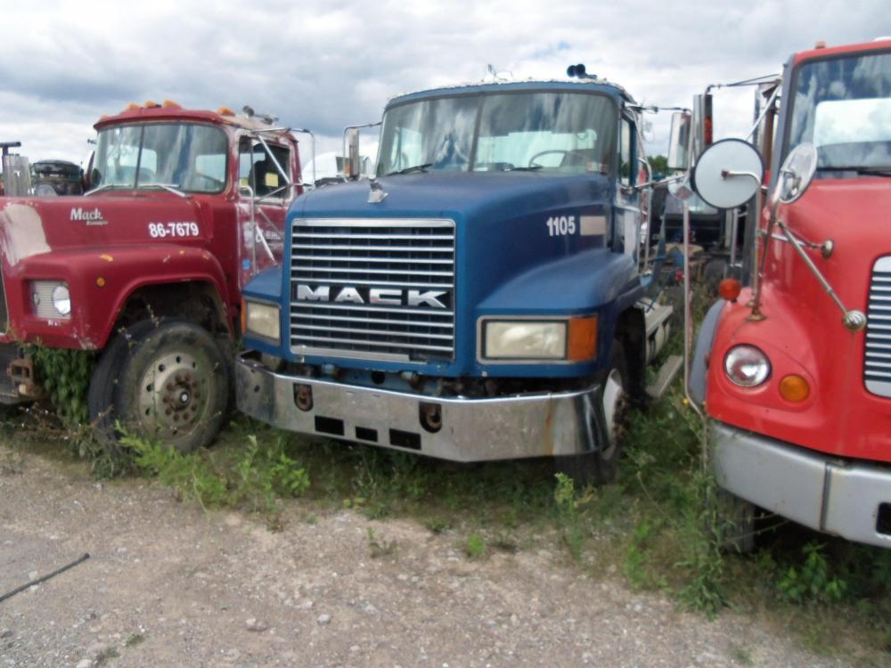 Detail photo of 1998 Mack CH612 from Construction Equipment Guide