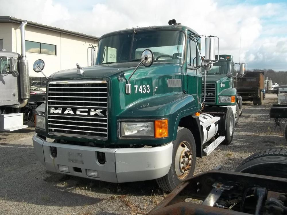 Detail photo of 2000 Mack CH612 from Construction Equipment Guide