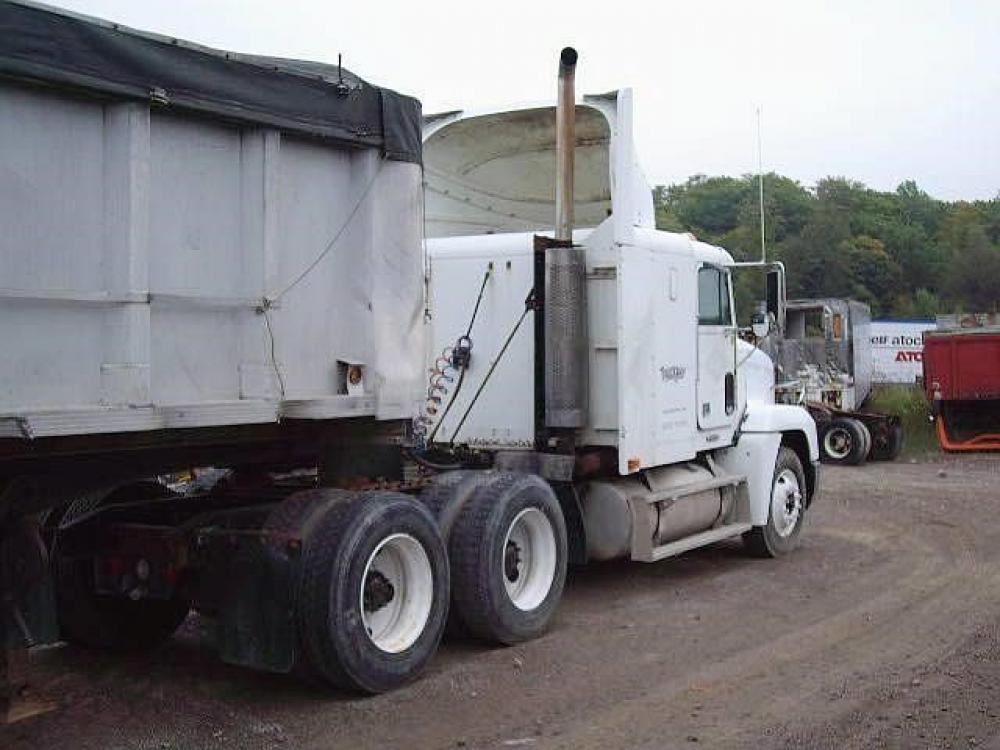 Detail photo of 2000 FREIGHTLINER FLD120 from Construction Equipment Guide