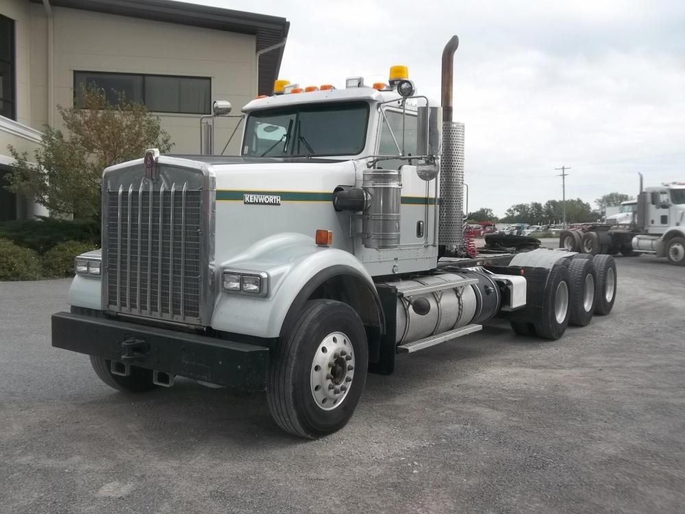 Detail photo of 2011 Kenworth W900B from Construction Equipment Guide
