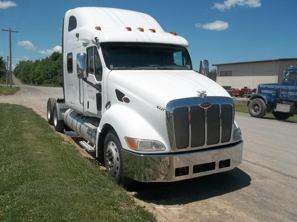 Detail photo of 2006 Peterbilt 386 from Construction Equipment Guide