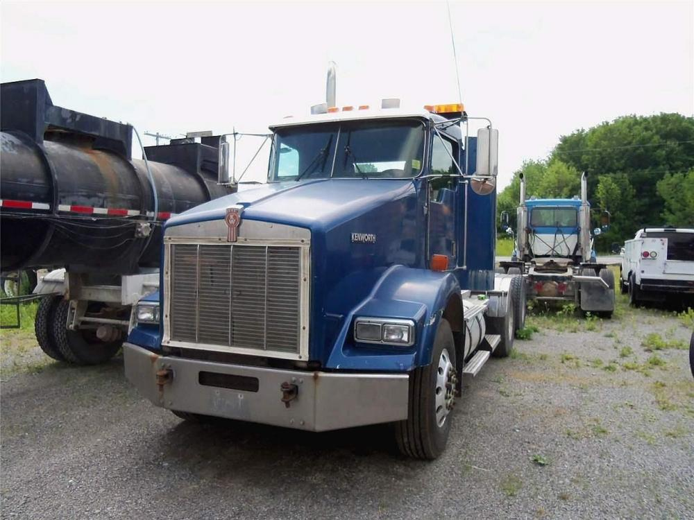 Detail photo of 1998 Kenworth T800 from Construction Equipment Guide
