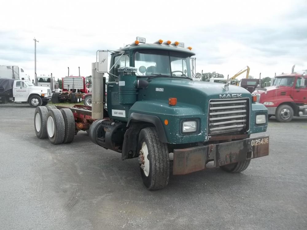 Detail photo of 1998 Mack RD690S from Construction Equipment Guide