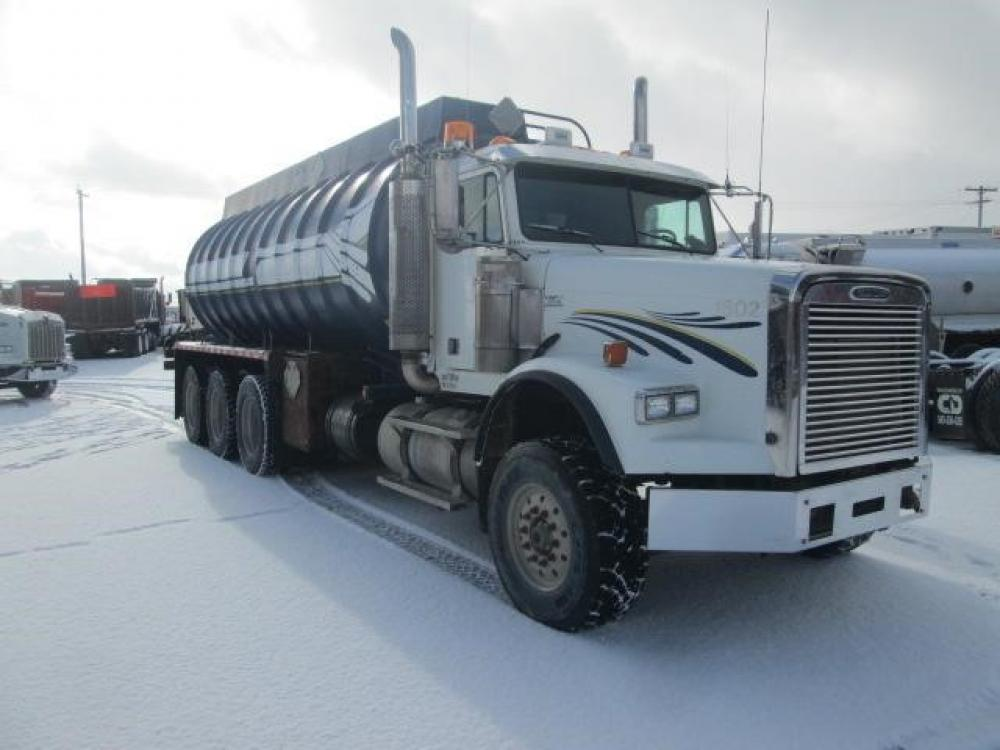 Detail photo of 2005 FREIGHTLINER FLD120 from Construction Equipment Guide