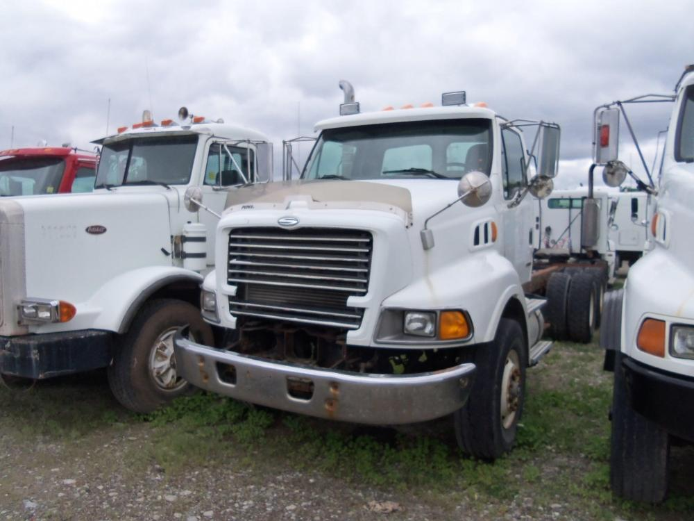 Detail photo of 2000 Sterling LT9513 from Construction Equipment Guide
