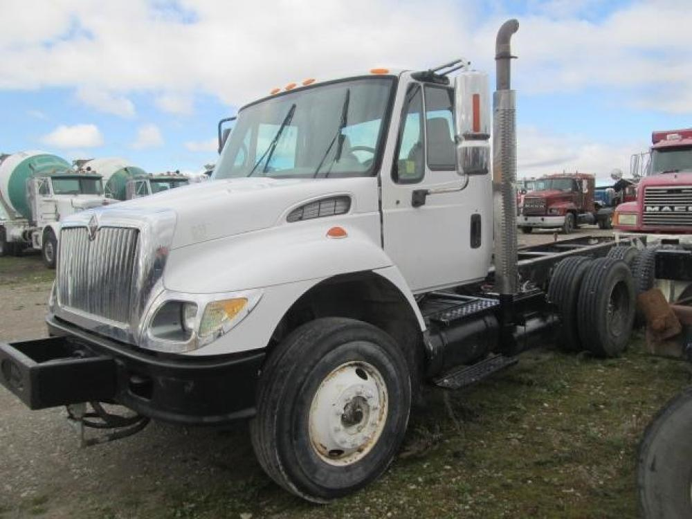 Detail photo of 2005 International 7400 from Construction Equipment Guide