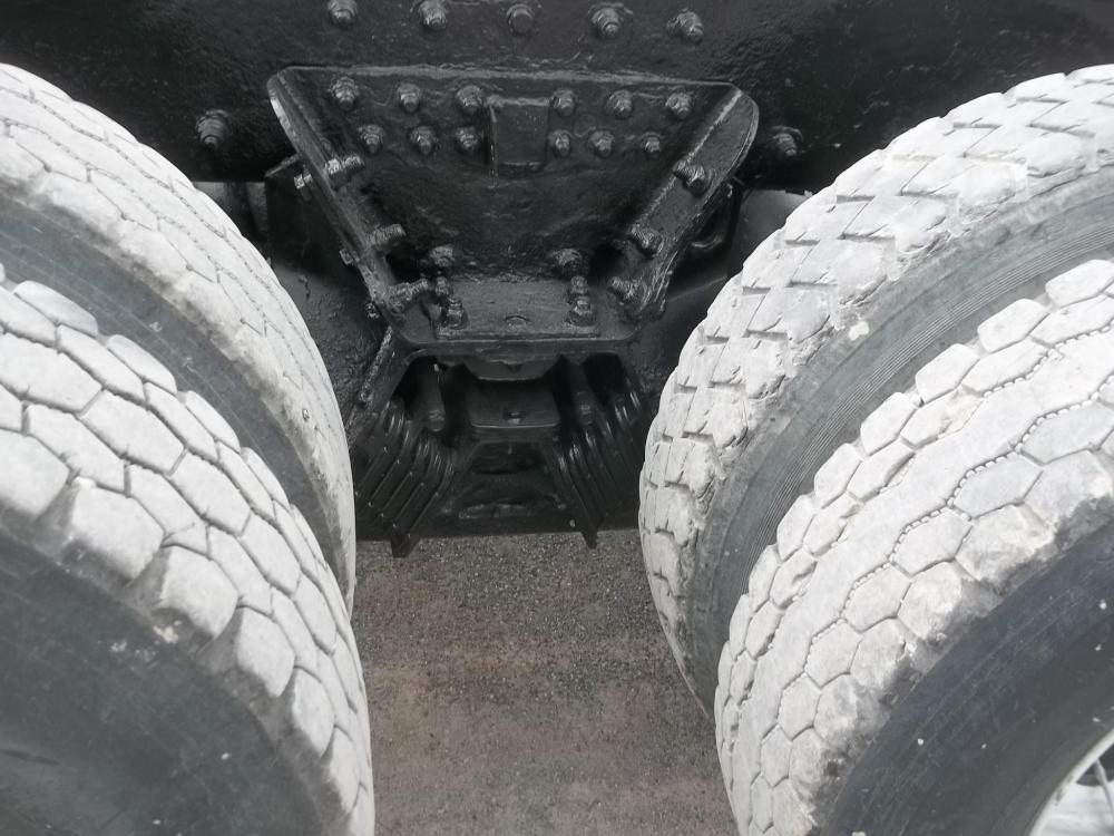 Detail photo of 2004 Kenworth W900 from Construction Equipment Guide