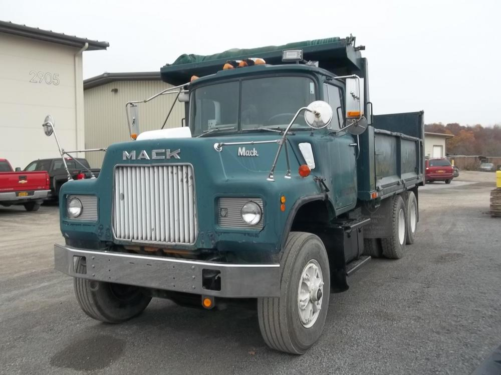 Detail photo of 1985 Mack DM686 from Construction Equipment Guide