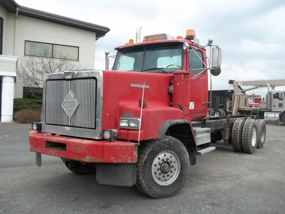 Detail photo of 2004 Western Star 6900XD from Construction Equipment Guide