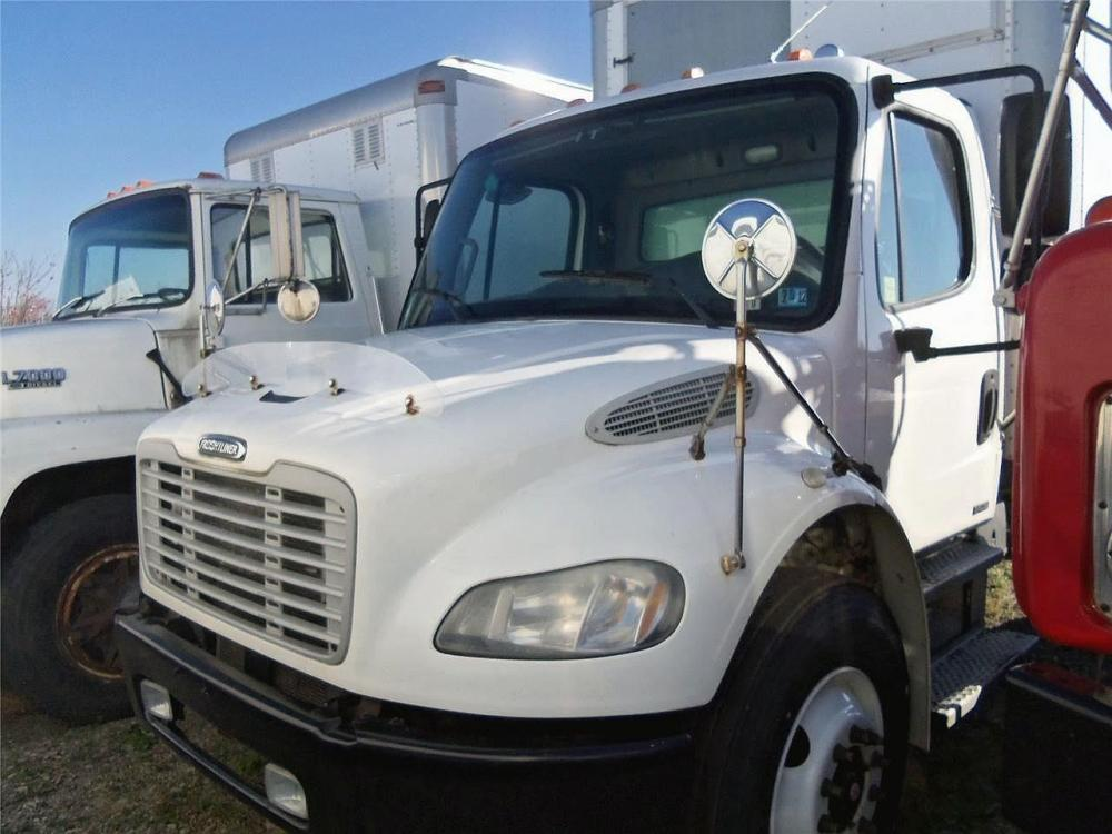 Detail photo of 2007 FREIGHTLINER BUSINESS CLASS M2 106 from Construction Equipment Guide
