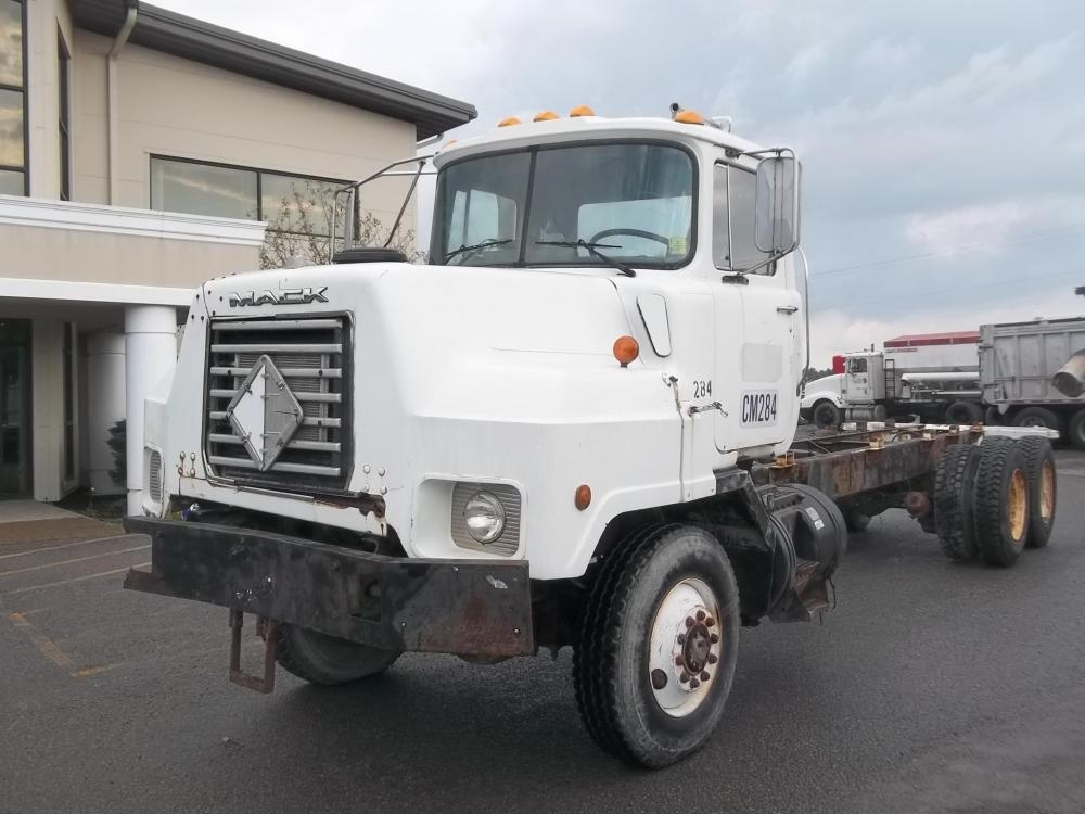 Detail photo of 1995 Mack DM688S from Construction Equipment Guide