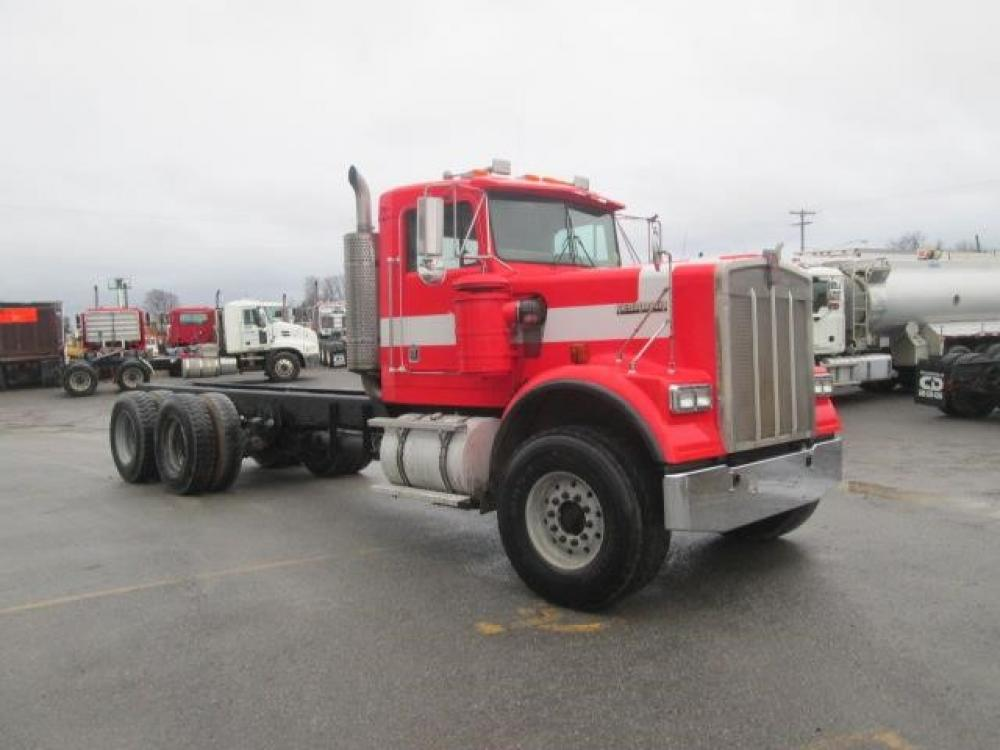Detail photo of 2005 Kenworth W900 from Construction Equipment Guide