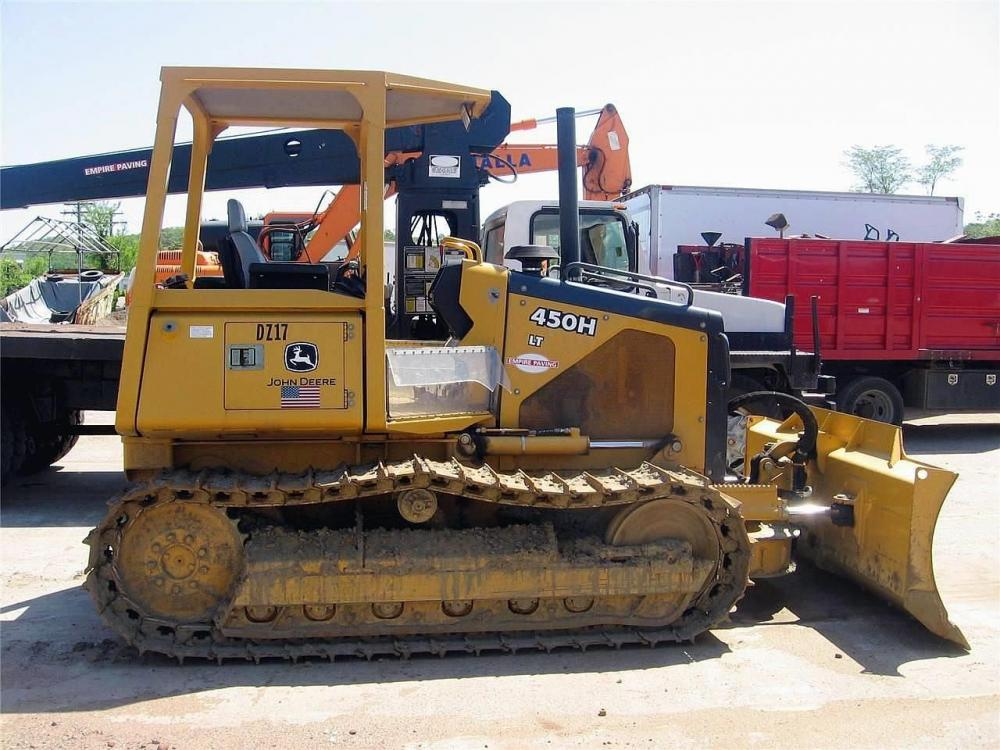 Detail photo of 2003 John Deere 450H LT from Construction Equipment Guide