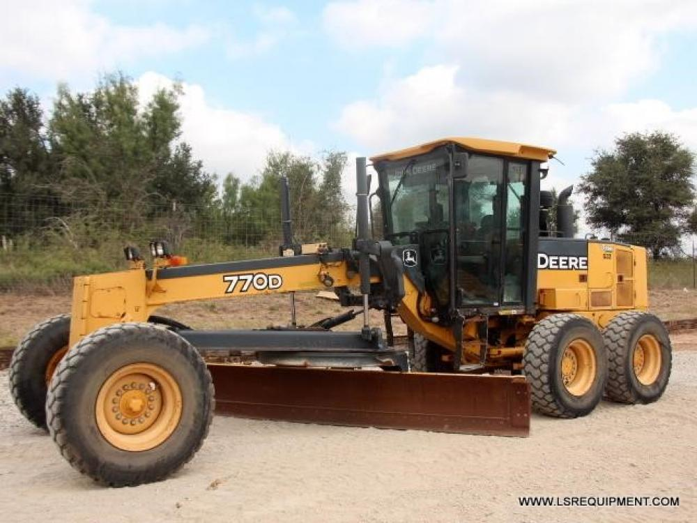 Detail photo of 2005 John Deere 770D from Construction Equipment Guide