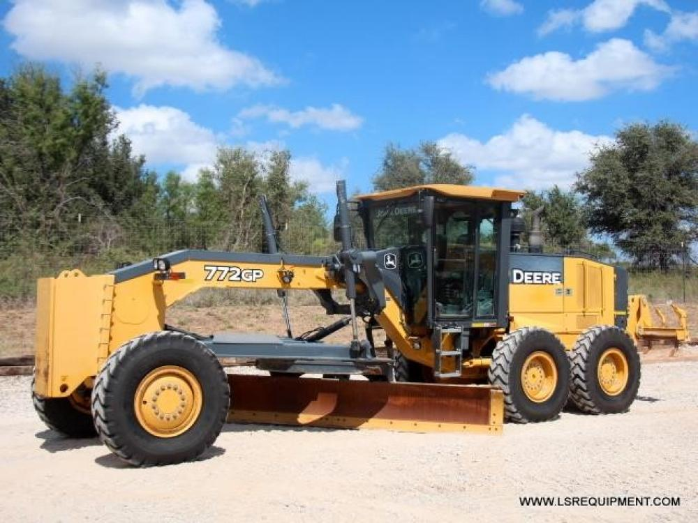 Detail photo of 2010 John Deere 772GP from Construction Equipment Guide