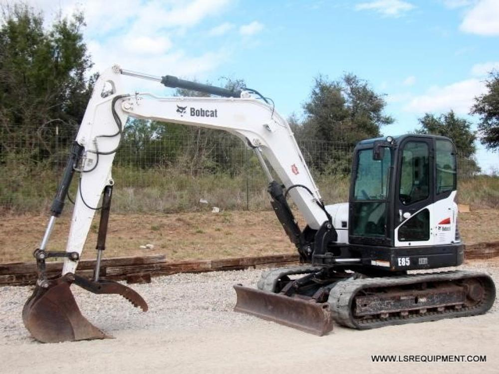 Detail photo of 2014 Bobcat E85 from Construction Equipment Guide
