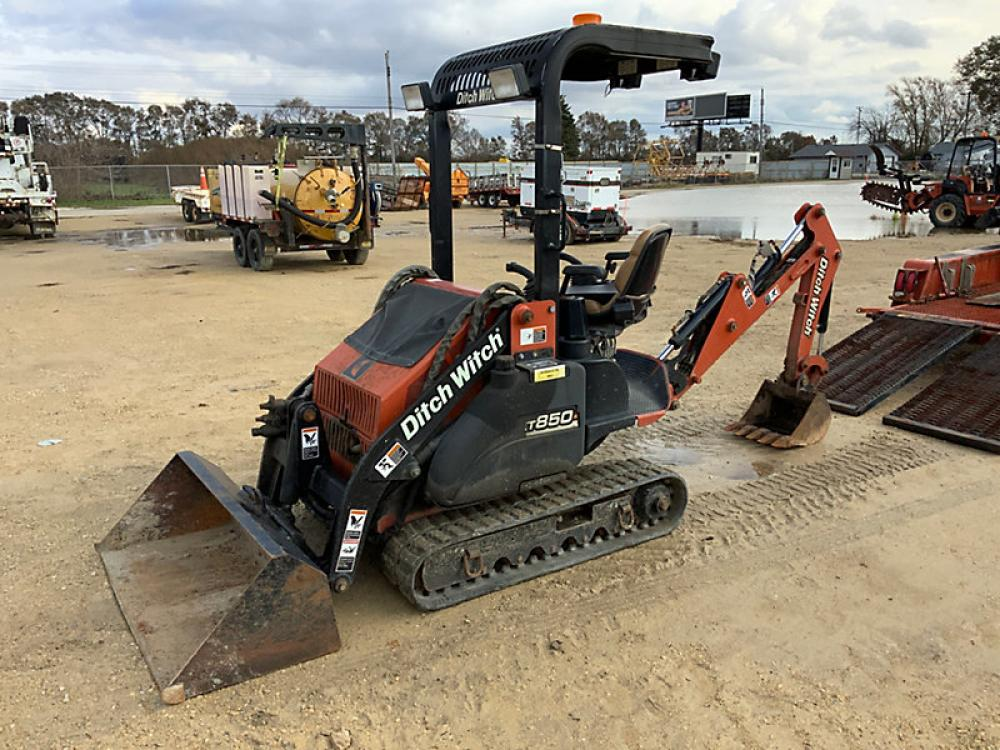 Detail photo of 2006 Ditch Witch XT850 from Construction Equipment Guide