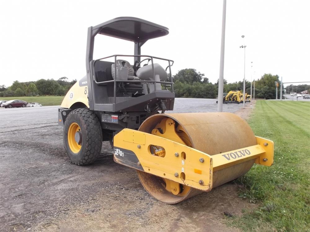 Detail photo of 2010 Ingersoll Rand SD70D from Construction Equipment Guide