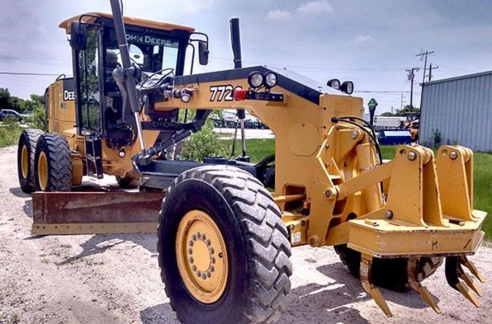 Detail photo of 2011 John Deere 772G from Construction Equipment Guide