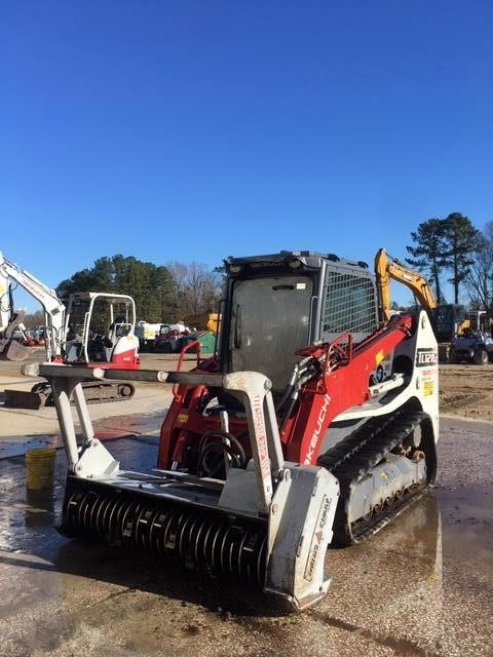 Detail photo of 2016 Takeuchi TL12R2 from Construction Equipment Guide