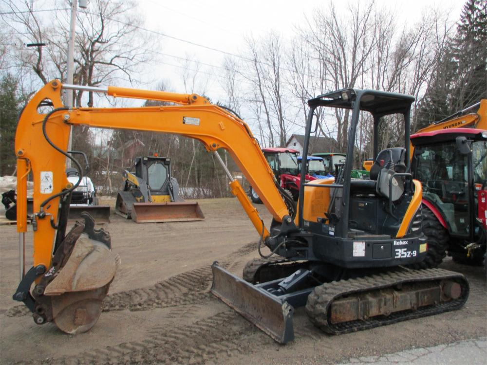 Detail photo of 2013 Hyundai ROBEX 35Z-9 from Construction Equipment Guide