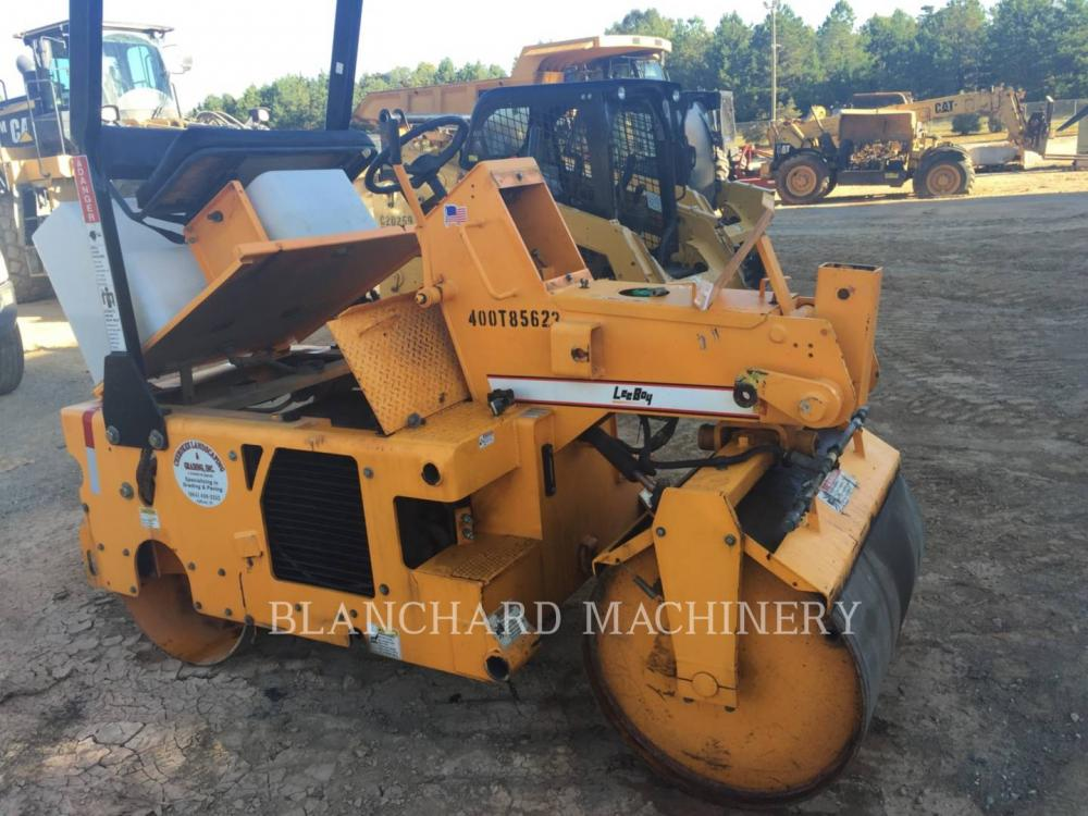 Detail photo of 2012 LeeBoy 400T from Construction Equipment Guide